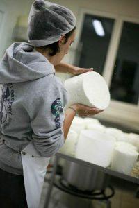 fabrication il faut retourner les fromages